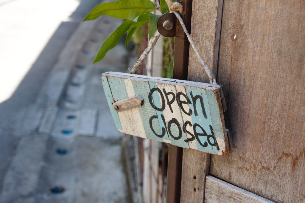 door-sign-1607503_1920